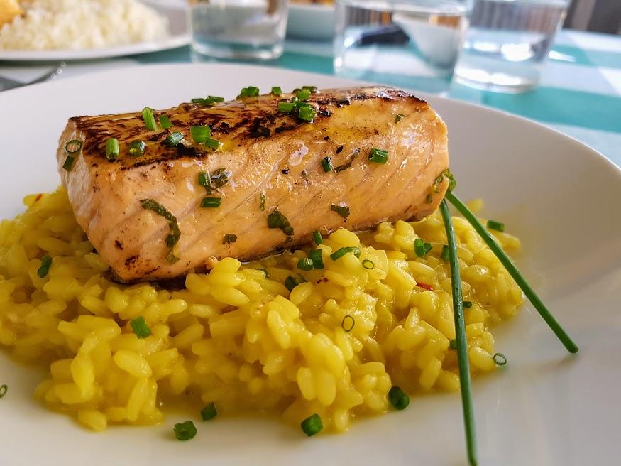 salmón marinado a la plancha